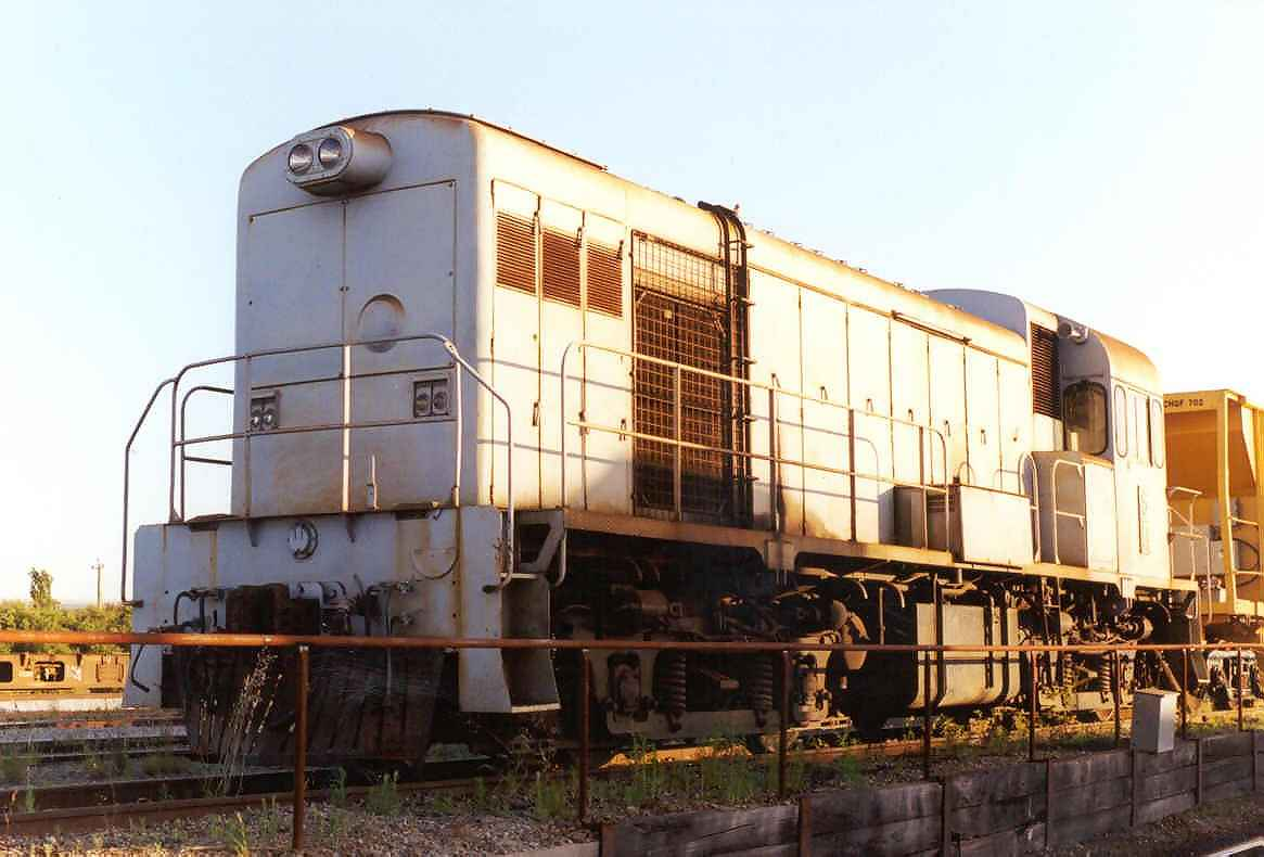 Former Westrail locomotive H5 now shunts the SCT facility at Forrestfield - November 2000