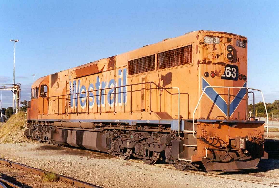 L263 at Forrestfield - Nov 2000