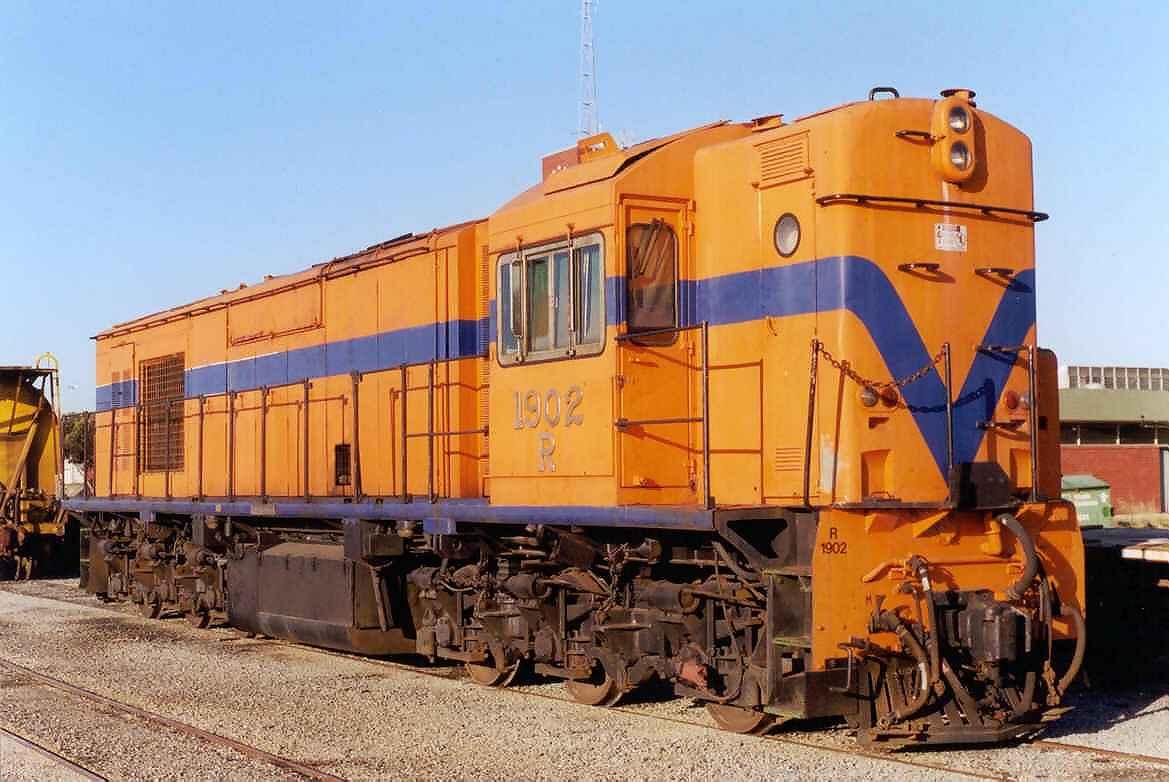 R1902 at Forrestfield-November 2000